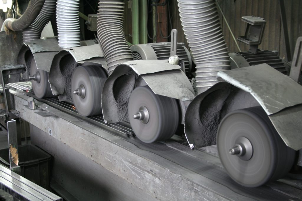角パイプ(縦磨)自動研磨機